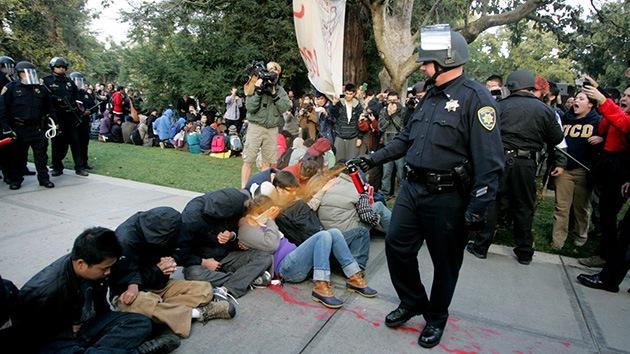 'Maná' de dólares para los indignados de Ocupa Wall Street rociados con gas pimienta