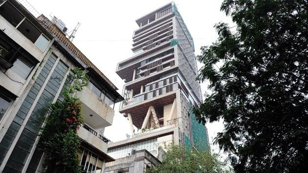 La mansión más cara del mundo: un rascacielos en medio de la pobreza