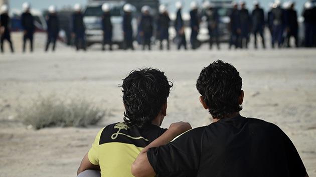 Bahréin: Las fuerzas del régimen recorren los barrios en Sitra en busca de disidentes