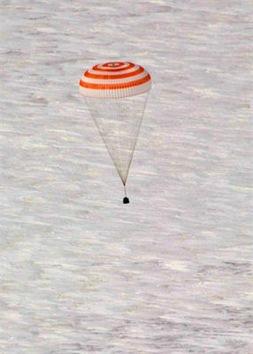 El aterrizaje de los tripulantes de la Soyuz TMA M