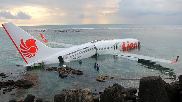 ¡Cae un avión en Argentina!