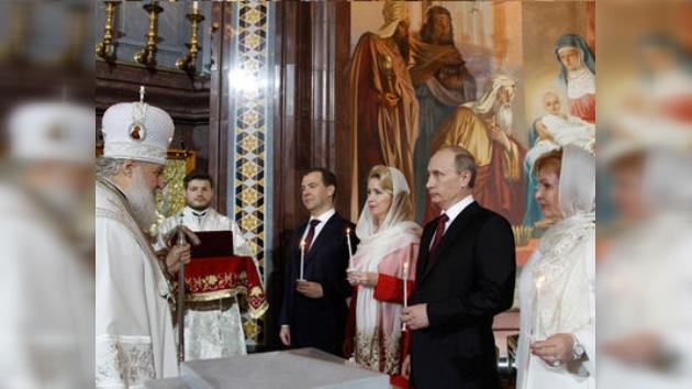 El presidente y el primer ministro rusos expresan sus felicitaciones por el día de Pascua