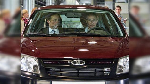 Putin se lanza a probar un nuevo coche