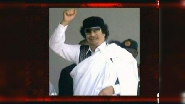 Interpol emite orden de arresto contra Gaddafi