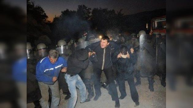 La OTAN emplea gas lacrimógeno contra manifestantes serbios en Kosovo