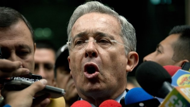 """Uribe: """"No tengo información contra Santos"""""""