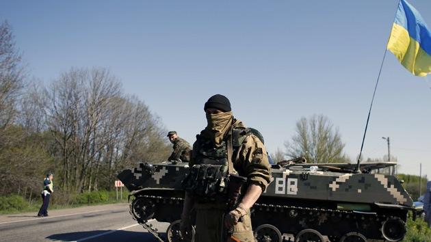 Vehículos blindados ucranianos abren fuego contra periodistas de la agencia de RT, Ruptly