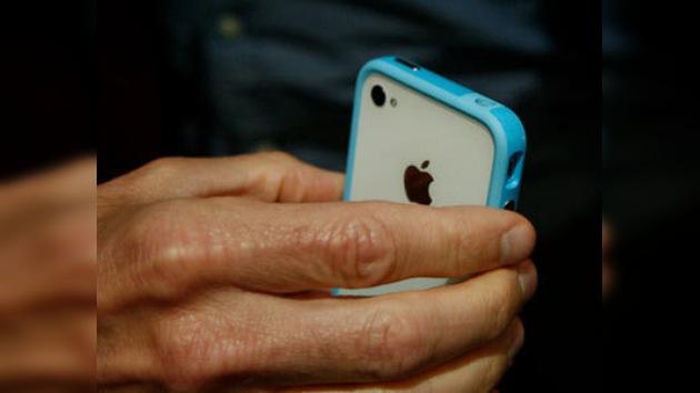 Una funda de plástico para cubrir el fiasco del iPhone