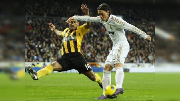 El Real Madrid amplía su ventaja sobre un mermado Barcelona que no pudo con el Villarreal