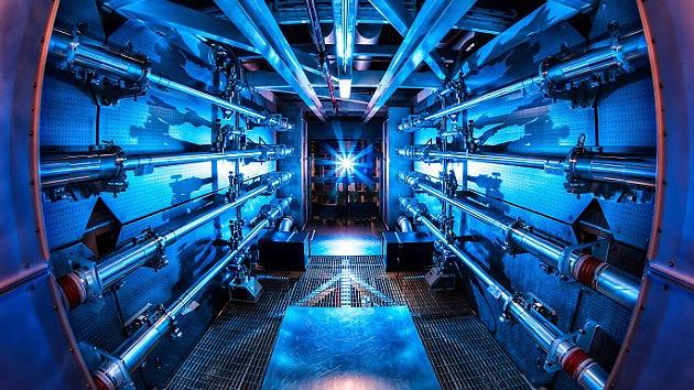EE.UU. dispara un láser 1.000 veces más potente que la energía que consume el país