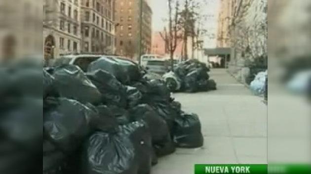 Basura en Nueva York no deja espacio ni para suicidarse