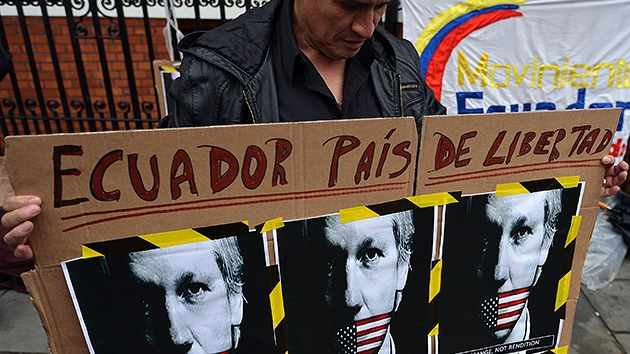 """Ecuador argumentará en un """"extenso documento"""" la decisión sobre el asilo de Assange"""