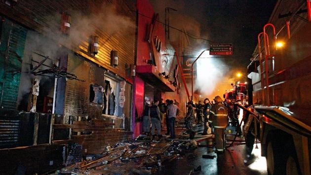 Incendio en Brasil: Guardias cerraron las puertas para que nadie saliera sin pagar