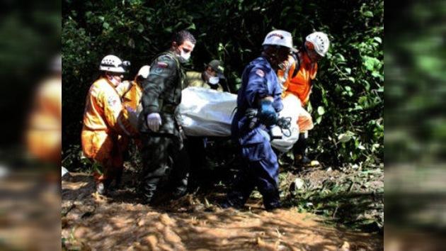 16 muertos en Colombia tras una avalancha que arrastró un autobús