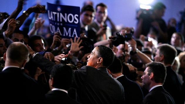 Los electores latinos se dejan seducir por las promesas de Obama