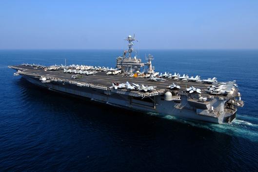 """EE.UU. envía su portaaviones nuclear a vigilar """"la amenaza"""" iraní"""