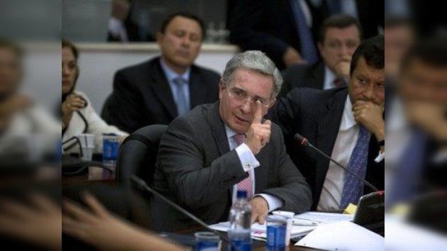 Uribe se lava las manos en el escándalo de los pinchazos