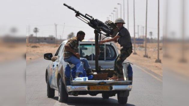 Las fuerzas rebeldes avanzan hacia la ciudad natal de Gaddafi