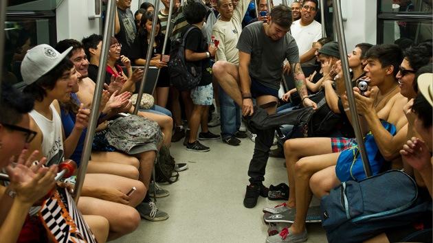 Fotos: México celebra el día del viaje sin pantalones en el metro