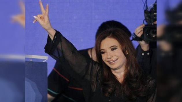 Otros cuatro años con mano de mujer: Cristina Kirchner es reelecta en Argentina