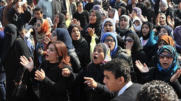 Protestas en Egipto: Miles de manifestantes bloquean la entrada a Port Said
