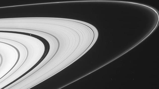 La NASA publica fotos de los anillos de Saturno tomadas desde un nuevo ángulo