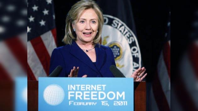 Clinton apoya la libertad en internet, pero con un código de conducta