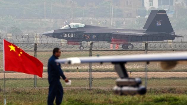 """Piloto de EE.UU.: """"El caza furtivo chino J-31 supera a nuestros aviones en combate aéreo"""""""