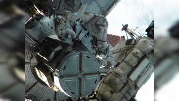 Finaliza la última caminata espacial en la historia de los transbordadores
