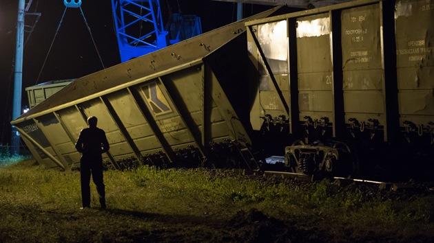 Video, fotos: Un tren descarrila tras una explosión en la vía de ferrocarril en Donetsk