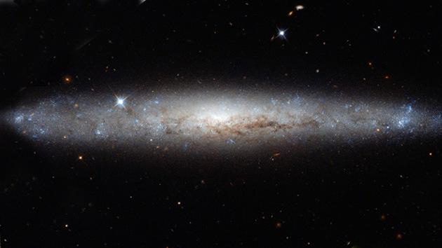 Hubble 'desempolva' una hermosa galaxia espiral