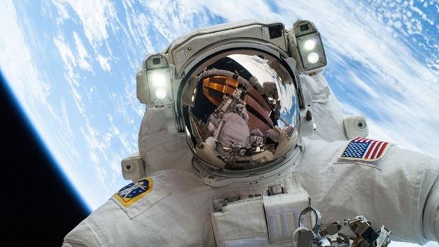 El primer 'selfie' espacial de un astronauta se convierte en viral en la red