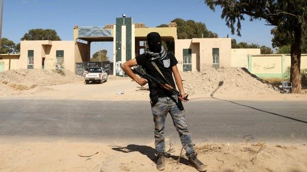 Atacan con cohetes el aeropuerto de Bengasi en Libia