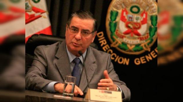 Perú 'decapita' a 30 generales de policía