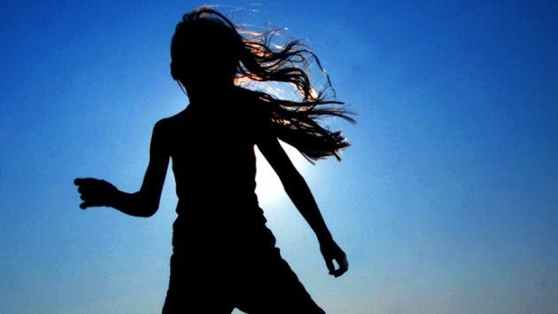 Una adolescente fue acusada de pornografía infantil por publicar 'selfies' sin ropa