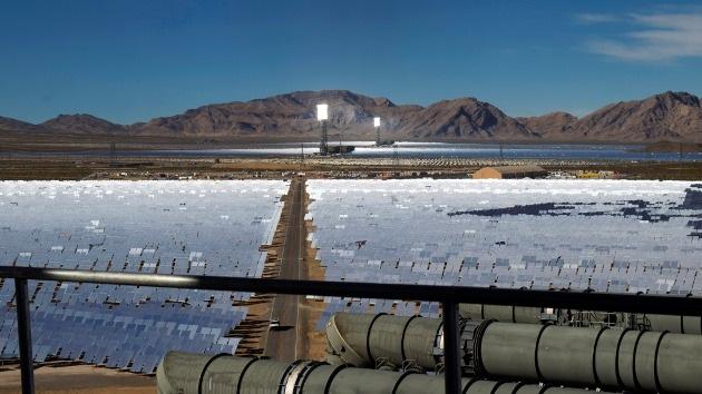La planta solar más grande del mundo, en EE.UU., es un peligro para los aviones