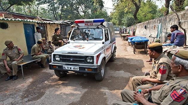 Ocho hombres violan a una turista suiza que acampaba con su marido en la India