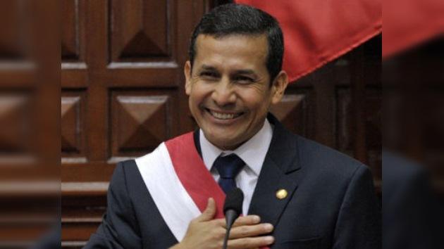 Ollanta Humala jura como presidente de Perú en medio de protestas
