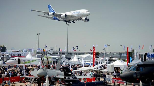 Fotos: Espectáculo aéreo en el salón aeronáutico francés de Le Bourget
