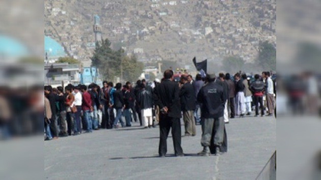 Los alumnos de una madraza afgana bloquearon una carretera en protesta