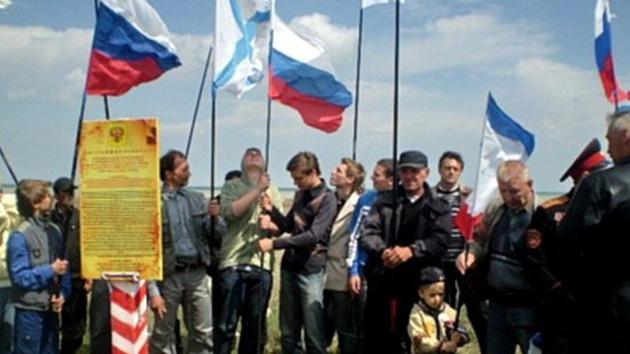 Una aldea ucraniana intenta huir del país llevándose sus tierras y casas