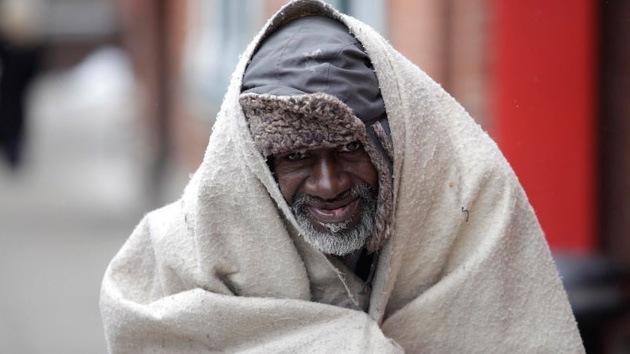 """""""Escondiendo el dolor"""": la Policía de Detroit secuestra y expulsa a indigentes de la ciudad"""
