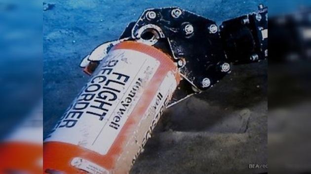Localizan una caja negra del accidentado vuelo Air France del 2009