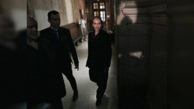 John Galliano declarado culpable, pero pagará la multa impuesta sólo si reincide