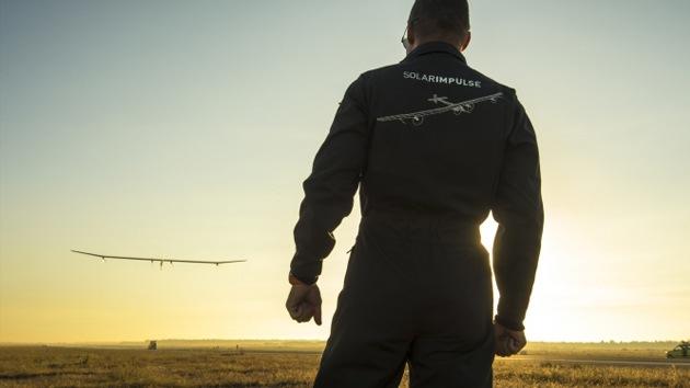 Un avión que emplea energía solar estará listo para dar la vuelta al mundo en 2014