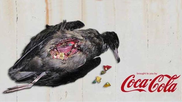 Video: Coca-Cola prueba su medicina: un spot de Greenpeace le atribuye la muerte de aves