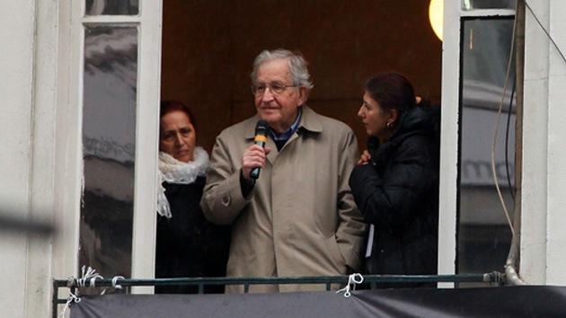 """Chomsky: """"El ataque de EE.UU. contra Siria sería un crimen de guerra"""""""