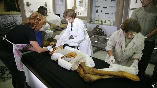 Ancianos de Siberia piden enterrar a una momia para evitar desastres naturales