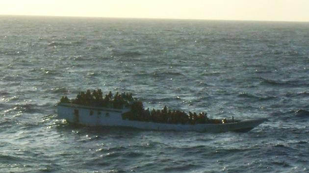 Un barco con presuntos indocumentados naufraga en el Índico