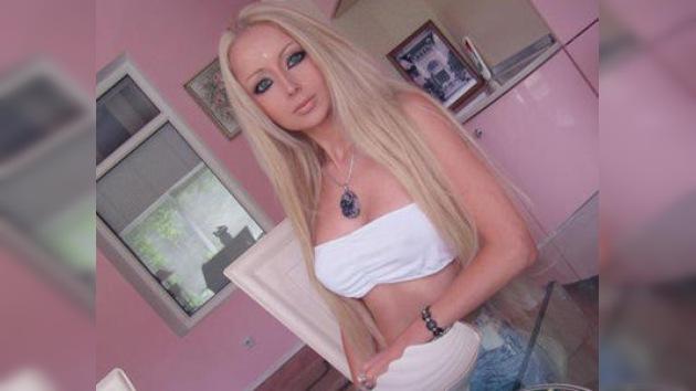 Una Barbie de carne y hueso arrasa en Internet